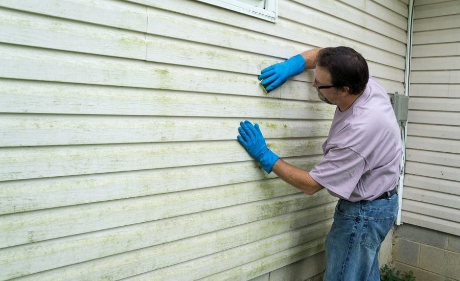 Should Your Home's Siding in Ann Arbor Michigan be Repaired or Replaced?